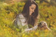 Estou de volta e a todo vapor… Depois de alguns dias só curtindo minha bebezinha que acabou de chegar, eis que volto para fotografar minhas meninas que amo tanto… Hoje para abrir meus novos trabalhos vou dividir com vocês o ensaio da Letícia de sorriso leve e feliz… Espero que curtam! Book 15 Anos, Grad Pics, My Photos, Couple Photos, Female Poses, Day Off, Senior Pictures, Selena Gomez, Portrait Photography