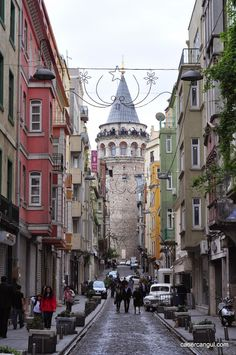 burada istanbul var: Aynı Açıdan İstanbul: Büyük Hendek Caddesi'nden Galata Kulesi Triumph Motorcycles, Best Places To Travel, Places To Go, Alacati Turkey, Hagia Sophia Istanbul, Winter Family Pictures, Ducati, Motocross, Mopar