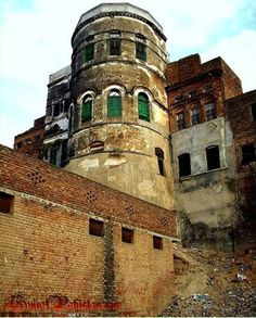 Gujrat fort was constructed by Mughal Emperor Jalal ul Din Muhammad Akbar in Largest Countries, Countries Of The World, Mughal Paintings, Indian Paintings, Indus Valley Civilization, Pakistan Zindabad, Mughal Empire, Mystery Of History, Large Photos