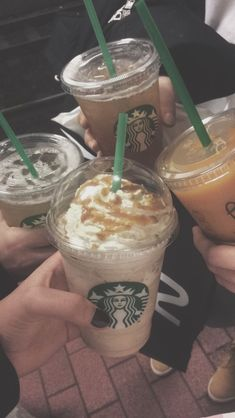 My freinds story ig Bebidas Do Starbucks, Starbucks Drinks, Starbucks Coffee, Coffee Drinks, Starbucks Recipes, Coffee Recipes, Applis Photo, Food Photo, Sleepover Food