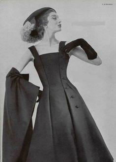 Givenchy 1955 a beautifully cut dress, so flattering.