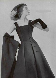 Givenchy 1955 a beautifully cut dress, so flattering.