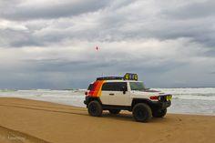 Dammit, I love this Jeep's paint/vinyl job... - Toyota FJ Cruiser Forum