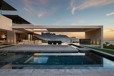 This luxurious out-of-town villa called OVD 919 is located at the root of famous Lion`s Head Mountain in Bantry Bay, Cape Town (South Africa) and was built in 2014 upon the project of SAOTA architect studio. Residential Architecture, Contemporary Architecture, Interior Architecture, Contemporary Houses, Contemporary Design, Sustainable Architecture, Amazing Architecture, Landscape Architecture, Architecture Facts