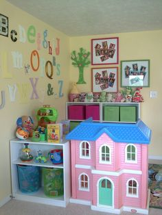 I love how tidy, loving, and welcoming this place looks! I love how tidy, loving, and welcoming this place looks! Daycare Spaces, Childcare Rooms, Home Daycare, Preschool Rooms, Preschool At Home, Kids Play Area, Kids Room, Kids Fun, Daycare Setup