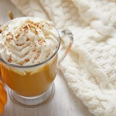 Are you a fan of Starbucks's Pumpkin Spice Latte? You don't need to go anywhere to enjoy this drink. You can make it in a matter of a few minutes in your own kitchen. Save time and money and treat yourself to one of the most delicious winter drinks. Starbucks Pumpkin Spice Latte, Pumpkin Spiced Latte Recipe, Pumpkin Spice Cookies, Pumpkin Recipes, Labor Inducing Food, Winter Drinks, Holiday Drinks, Homemade Pie, Canned Pumpkin