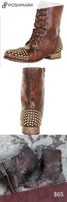 Steve Madden Brown Leather Tarnney Boots 8.5 Laid-back and lax with a touch of high glamour! Steve Madden gives you feisty biker glam with the, vintage-look leather motorcycle boot. A metallic studded cap toe and ample stud detailing at back of heel really make these babies really pop. With an inner zipper enclosure and lace-up detailing, they're a cool, casual style that's perfect with a new pair of destroyed denim jeans and leather biker jacket Steve Madden Shoes Ankle Boots & Booties