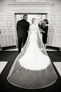 Classic bridal style, cathedral-length veil, church wedding, traditional wedding dress // Caroline Lima Photography