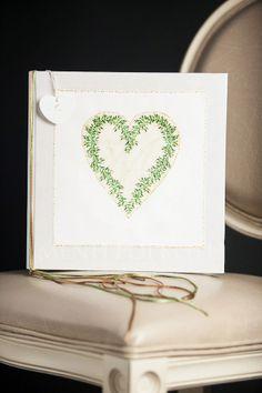 Heartshaped wreath guest book