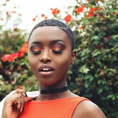 The Afro is one of the best short natural african american hairstyles. One of the most mainstream short hairstyles that are as yet being donned is the Afro Dark Skin Makeup, Hair Makeup, Makeup Bags, Makeup Brushes, Blondes Model, Afro, Natural Hair Styles, Short Hair Styles, Orange Makeup
