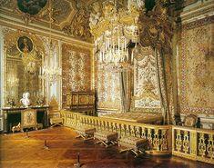 - van Verberkt, Boucer, de Troy - Slaapkamer van de Koningin (kasteel van Versailles) - rond 1624 - Kasteel van Versailles - Er is veel goud toegepast in de slaapkamer, het is typisch barok door de pracht en praal. Het is heel overweldigend met veel versierinkjes en tierelantijntjes.