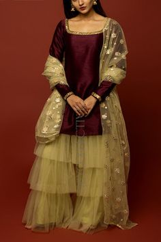 Dress Indian Style, Indian Fashion Dresses, Indian Designer Outfits, Girls Fashion Clothes, Designer Dresses, Girls Dresses Sewing, Stylish Dresses For Girls, Simple Dresses, Pakistani Fashion Party Wear