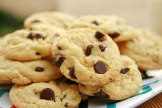 Post rápido e rasteiro hoje, pessoas! Perguntaram esta semana se tem como fazer cookies a partir de mistura pronta para bolo. E tem. Mais fácil do que apen