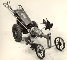 Gravely Mowers 329959110195654019 - Gravely Model L studio shot from the late Source by ehgamin Yard Tractors, Small Tractors, Walk Behind Tractor, Homemade Tractor, Vintage Tractors, Pedal Cars, Studio Shoot, Diesel Engine, Old Trucks