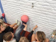 Activiteiten om het samenwerken te bevorderen Fun Games, Games For Kids, Pre School, Back To School, Physical Activities For Kids, Team Building Games, Baby Gym, Kids Sports, School Classroom