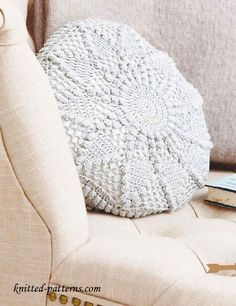 Crochet circular cushion free pattern