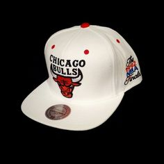 Manufactured by Mitchell & Ness, this Hardwood Classics Flat Bill Chicago Bulls limited item features a white cloth flat bill with matching cap. This is a 1992 NBA Finals Edition Hat. The back features an adjustable snap strap. On the front you will find the Chicago Bulls team logo embroidered in thick premium thread with the signature Mitchell & Ness logo embroidered in gold in the back. The side features the 92' NBA Finals logo embroidered in premium thread. IN STORE ONLY!