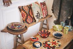 """Venez voir, toucher et sentir les """"objets à l'âme voyageuse"""" de la toute nouvelle Boutique Cabane Indigo 38 rue Bouffard à Bordeaux ! #Coussin# kilim Photo @studioboheme"""