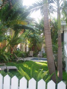I want my back yard like this Key West cottage