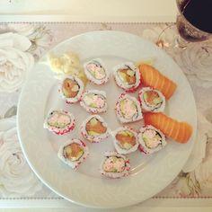 Favorite meal ever#sushi#japanese#food#salmon#uramaki#californiarolls#nigiri