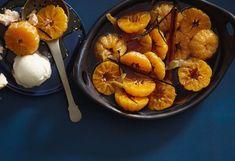 Pochierte Gewürz-Clementinen mit Eis