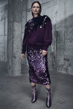 Sally LaPointe Pre-Fall 2018 Fashion Show : See the complete Sally LaPointe Pre-Fall 2018 collection. The complete Sally LaPointe Pre-Fall 2018 fashion show now on Vogue Runway. High Street Fashion, Milan Fashion, Couture Fashion, Fashion Fashion, Fashion News, Street Style Shop, Look Street Style, Autumn Fashion 2018, Fall Fashion Trends