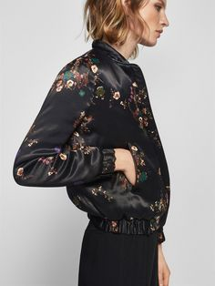 Black floral print bomber jacket made from 100% viscose fabric. Round neck, front zip fastening, two side welt pockets, long sleeves with stretch cuffs, stretch hem, contrasting piping and lining. The back length for size M is 60 cm.