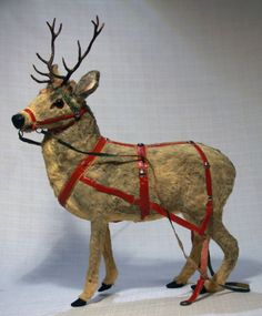 Lovely vintage Reindeer candy container // Photo via web....