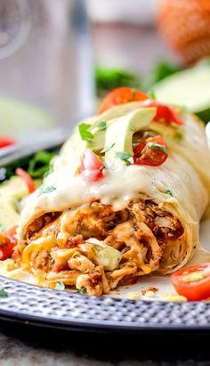 İçi bol bol tavuk dışı ise peynir dolu olan bu dürüme bayılacaksınız!