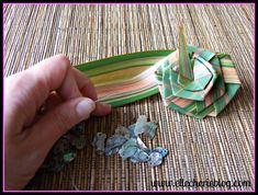 How to make flax flowers Step 9 Flax Flowers, Diy Flowers, Flower Diy, Palm Frond Art, Palm Fronds, Flax Weaving, Flax Plant, Maori Designs, Flower Arrangements Simple