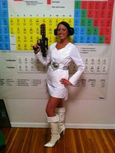 Duct tape Princess Leia costume is cosplay on the cheap - SlashGear Cute Halloween Costumes, First Halloween, Halloween Party, Halloween Ideas, Halloween Tricks, Halloween 2016, Starwars, Duct Tape Clothes, Dark Vader