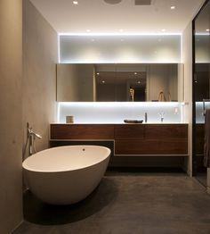 Nowoczesna lazienka z podświetleniem - aranżacja łazienki