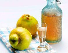 Słodkie owocowe i te aromatyczne ziołowe - leniwie sączone, świetnie sprawdzają się na babskich spotkaniach. Wypróbuj przepisy na domowe nalewki