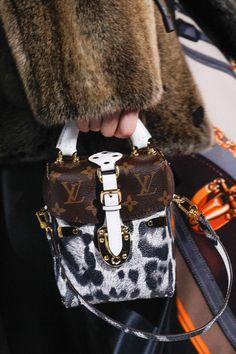 Monogramme et vachette, on adhère complètement. Et vous ? // www.leasyluxe.com #lv #fashion #leasyluxe