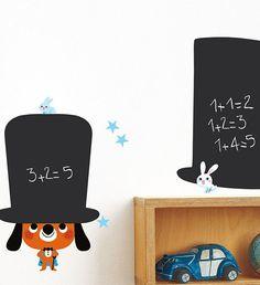 Hoy en día, los vinilos infantiles son un recurso casi imprescindible a la hora de decorar los cuartos infantiles. Los hemos visto de todos los estilos: vinilos XL, pequeñitos para dar un toque chic a una pieza concreta, de animales, de personajes,… ¡Todo lo que se pueda ocurrir! (…y si no te lo crees visita …