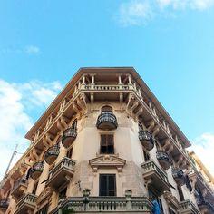 Un palazzo davvero suggestivo #Napoli