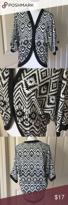 Black and White Patterned Kimono 100% polyester Monteau Tops