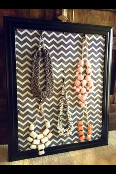 DIY necklace holder, easy and cheap!