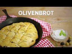 Knuspriges Olivenbrot aus der Pfanne  #foccacia #olives #pan #sogood #salt #selfmade #rosemary #flour #video #stepbystep