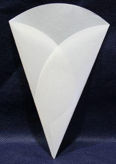 #Coni Portariso in Carta Bianco Perlato Consigliato anche per abbinare il RISO con PETALI di ROSE. Cono personalizzabile con un fiocco o un fiorellino coordinato con il Vs litemotiv. Disponibili da C&C Creations Store
