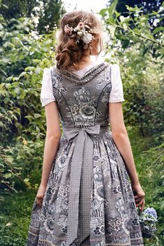 Vintage inspired fashion, dresses, sunglasses, skirts and accessories. Find unique pieces in the fashion outlet. Folk Fashion, Grey Fashion, Fashion Outfits, Fashion Trends, Drindl Dress, German Costume, Mode Inspiration, Classy Outfits, Traditional Outfits