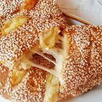 Румяная погача с сыром на завтрак