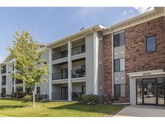 4821 86th St, Urbandale, IA 50322. 2 bed, 2 bath, $103,900. Got to see to apprec...