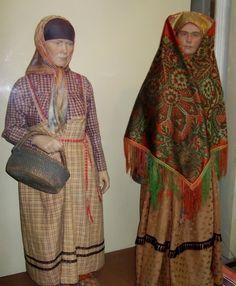 Кукла в девичьем костюме Коми