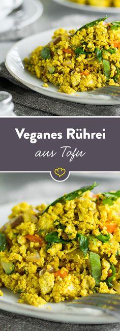 Ein Rührei ganz ohne tierische Produkte - dieses herzhafte Frühstück kommt mit Tofu, Gemüse und exotischer Gewürzmischung daher und lässt Veganer jubeln.