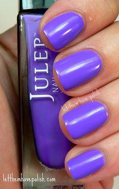 blue-violet nails