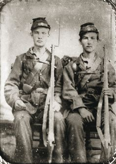 Samuel Chamberlain and Scott (last name unknown), 49th Ohio Infantry. Source.