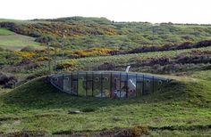 malator house, pembrokeshire,united kingdom it does look like a hobbit's house Roof Architecture, Sustainable Architecture, Contemporary Architecture, Future Systems, Roofing Options, Residential Roofing, Underground Homes, Rooftop Deck, Unusual Homes