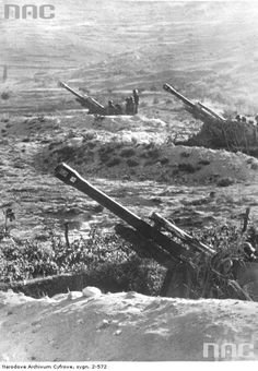 """Battery of German self-propelled howitzers """"Wespe"""" in Yugoslavia, 1944 - pin by Paolo Marzioli Military Tactics, Military Weapons, Military Art, Military History, German Soldiers Ww2, German Army, Germany Ww2, Ww2 History, Ww2 Photos"""