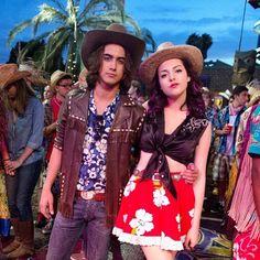 Do you like Jade and Beck as a couple? Victorious Jade And Beck, Victorious Cast, Lab Rats Disney, Victorious Nickelodeon, Beck Oliver, Big Bang Theory Quotes, Disney Princess Memes, Jade West, Sam And Cat